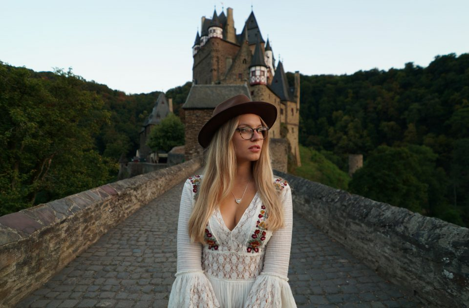 Video Portrait w/ Lina at Burg Eltz, Germany 2018